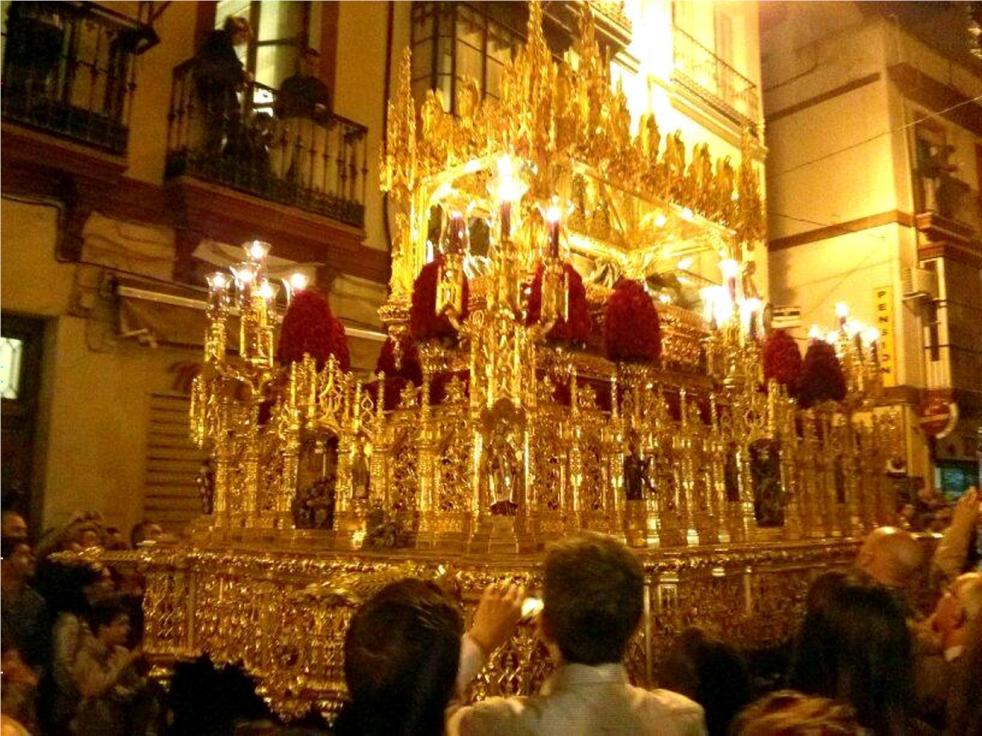Hermandad del Santo Entierro. El Cuerpo de Cristo en una urna